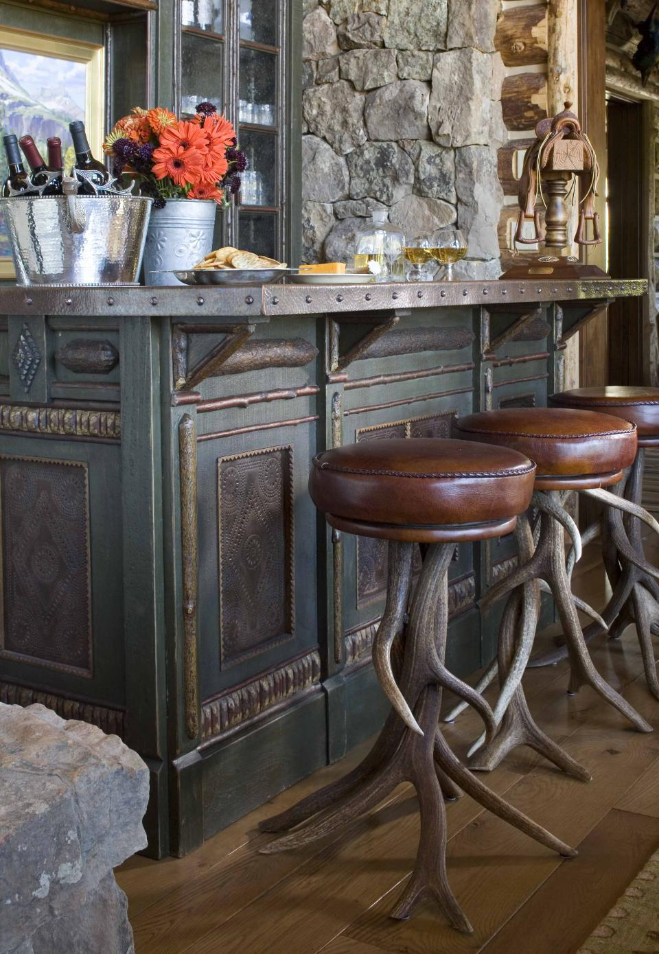 10 Brilliant In Home Bars You Have To Check Out