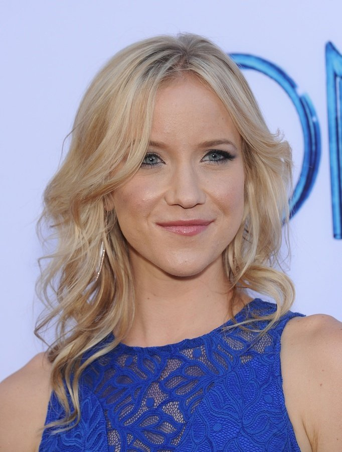 Actress Jessy Schram will join the cast, playing the